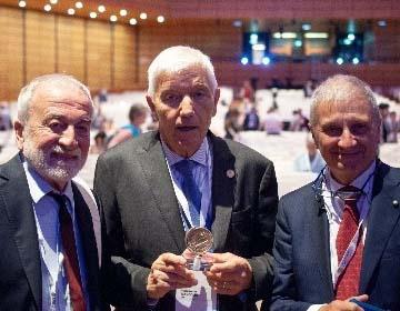 Gruber 2018 prize awarded to Nazzareno Mandolesi and Planck telescope team